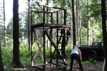 hochstand bygges af naturlige materialer