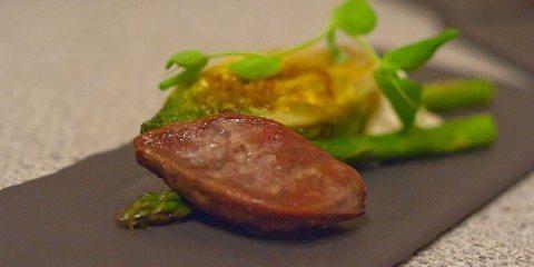 skovduebryst stegt hjertesalat asparges purlogsmayonaise