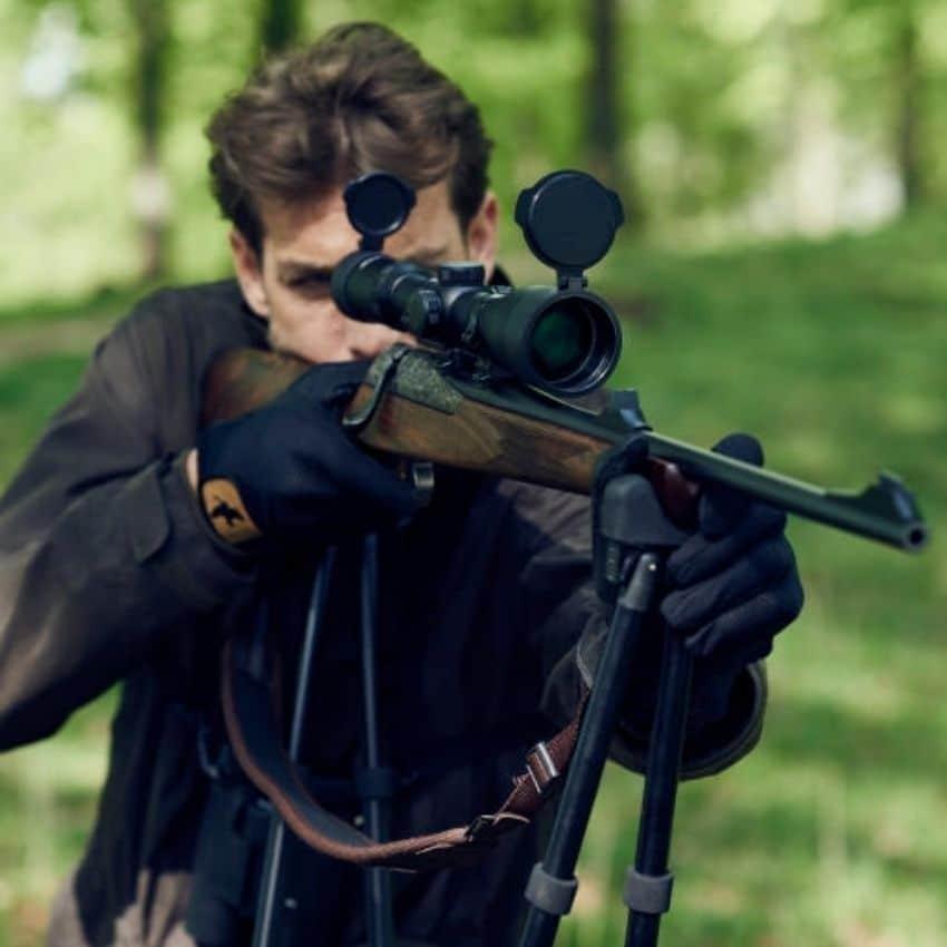 Jagtriffel på sort skydestok
